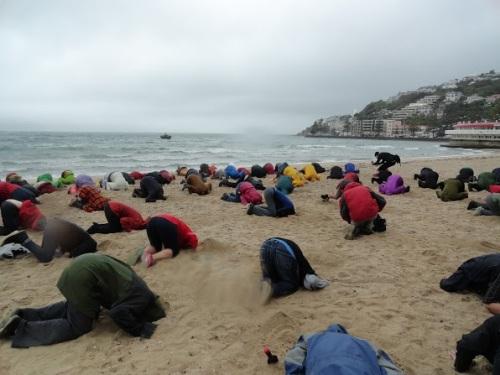 #HeadsinSandNZ participants provide the colour on a wet Wellington day. Thanks Ashlee Gross/Harvey Molloy